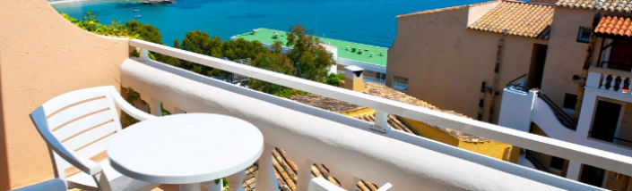 Holiday home balcony overlooking the sea banner2