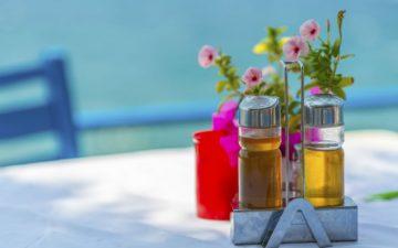 Restaurant in Crete overlooking the sea