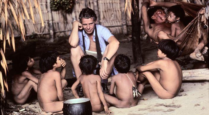 Robin speaking with yanomami children