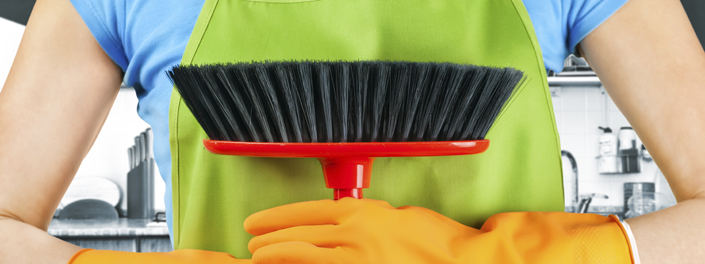 Cleaner with a sweeping brush