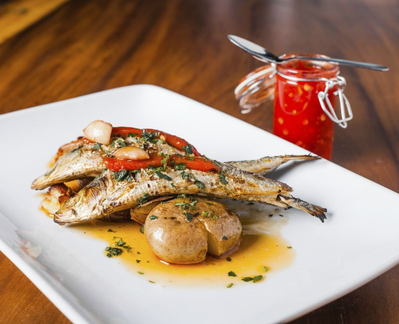 Grilled sardines with red pepper and potato