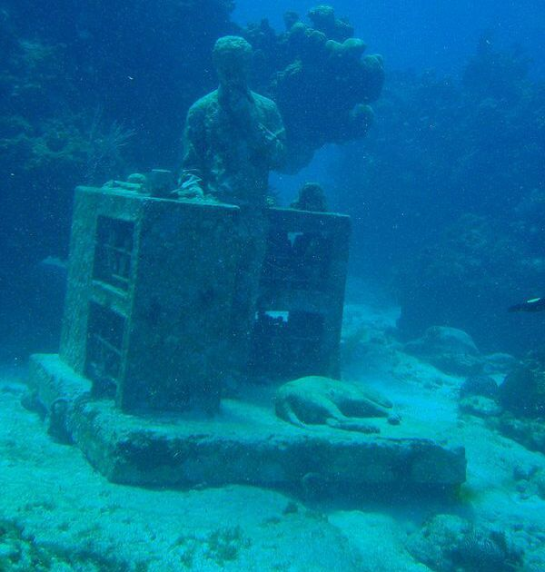 underwater contemporary art museum - Mexico